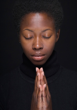 woman-praying-425