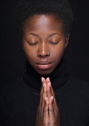 woman-praying-425